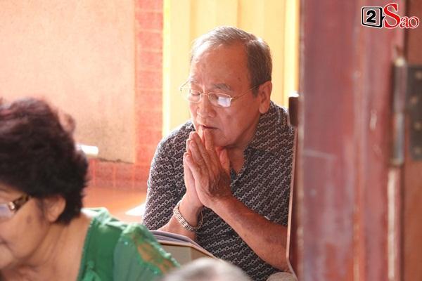 Hồng Vân - Minh Nhí - Quốc Thuận tới lễ cúng 49 ngày mất của cố nghệ sĩ Anh Vũ-5