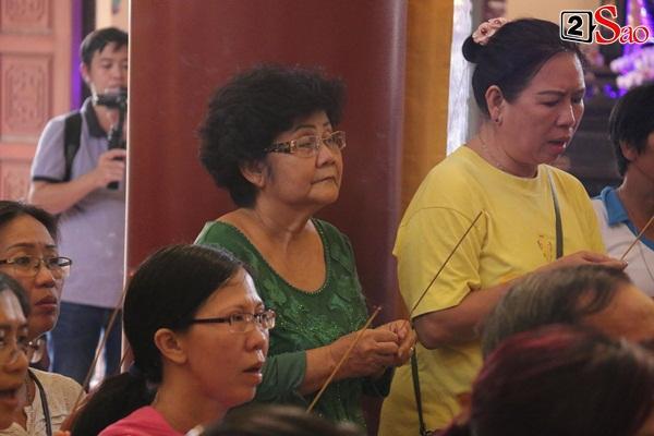 Hồng Vân - Minh Nhí - Quốc Thuận tới lễ cúng 49 ngày mất của cố nghệ sĩ Anh Vũ-4
