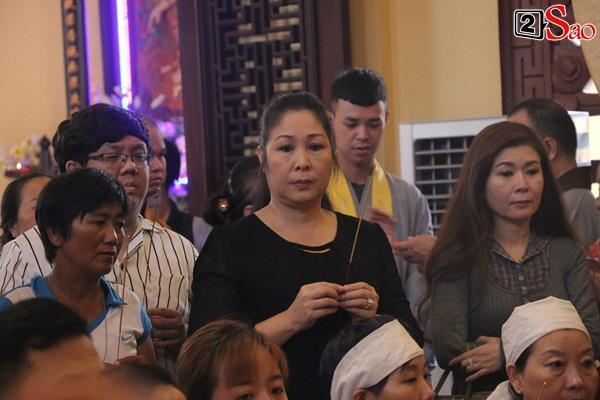Hồng Vân - Minh Nhí - Quốc Thuận tới lễ cúng 49 ngày mất của cố nghệ sĩ Anh Vũ-10