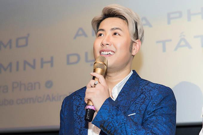 Trước khi húi cua gần như trọc lốc, Akira Phan từng để nhiều kiểu tóc chất như nước cất-8