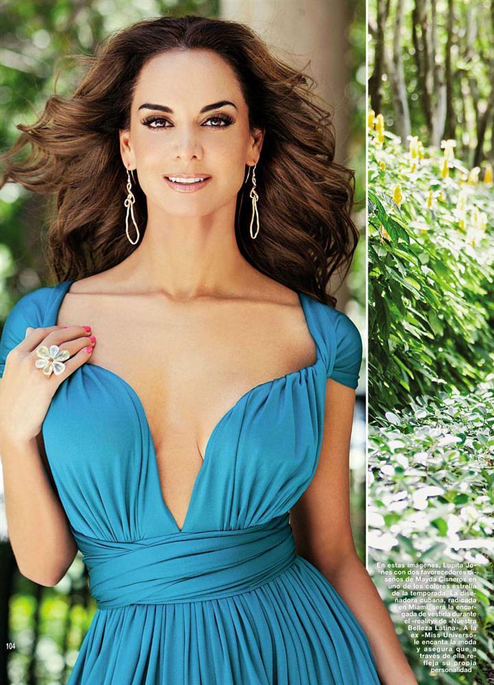 Mẹ là Hoa hậu Hoàn vũ tuyệt sắc nên con trai cũng đẹp tựa nam thần trong tranh-5