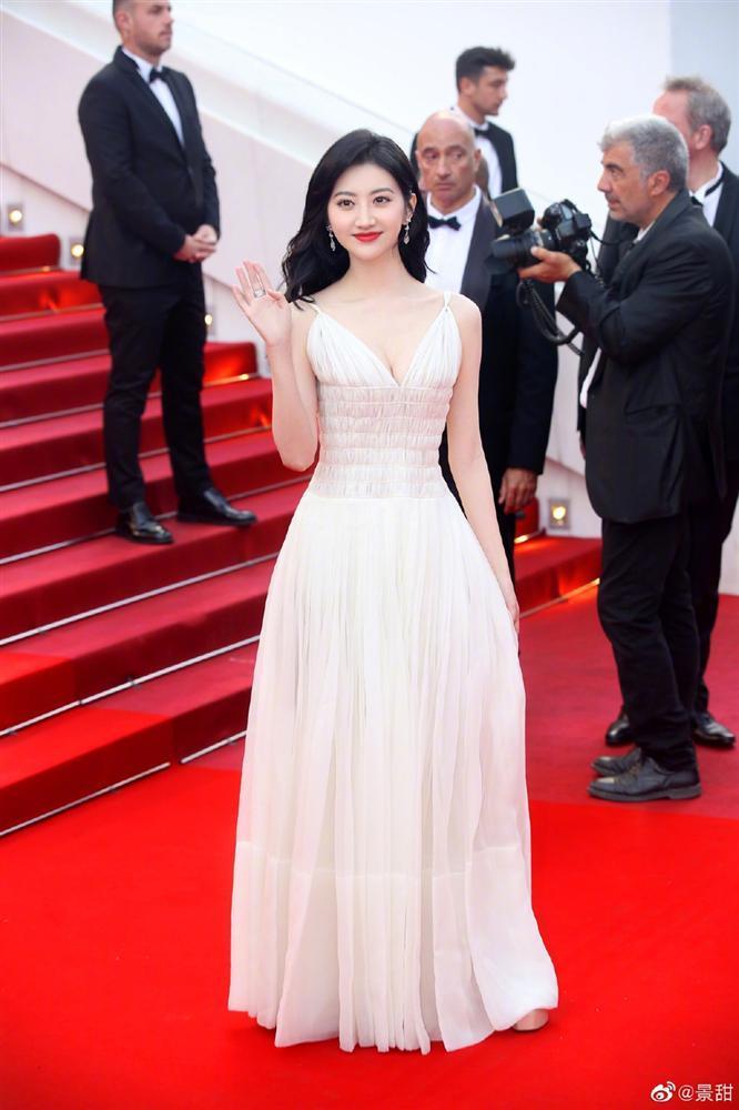Đệ nhất mỹ nữ Bắc Kinh ngượng chín mặt khi bị đuổi khỏi thảm đỏ LHP Cannes 2019-1