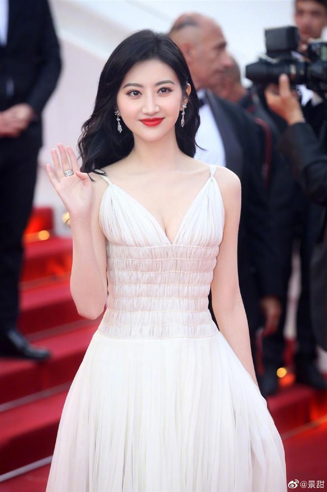 Đệ nhất mỹ nữ Bắc Kinh ngượng chín mặt khi bị đuổi khỏi thảm đỏ LHP Cannes 2019-2