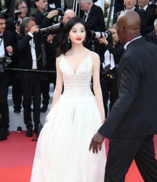 Đệ nhất mỹ nữ Bắc Kinh ngượng chín mặt khi bị đuổi khỏi thảm đỏ LHP Cannes 2019-5