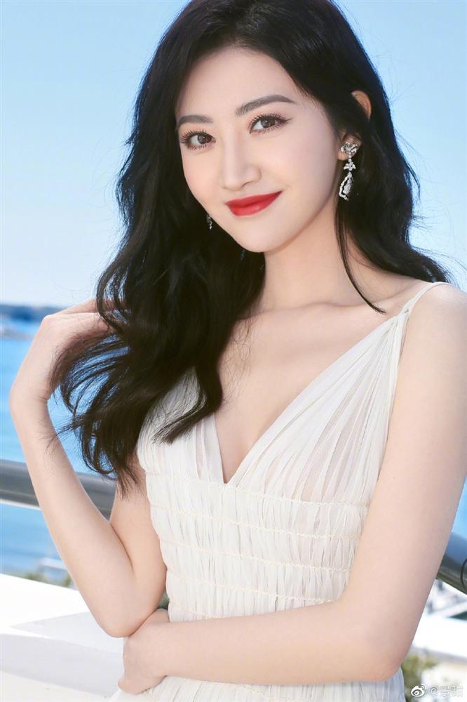 Đệ nhất mỹ nữ Bắc Kinh ngượng chín mặt khi bị đuổi khỏi thảm đỏ LHP Cannes 2019-7