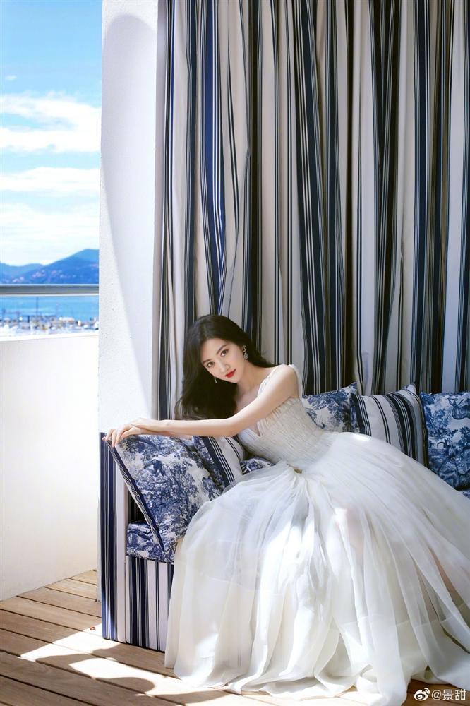 Đệ nhất mỹ nữ Bắc Kinh ngượng chín mặt khi bị đuổi khỏi thảm đỏ LHP Cannes 2019-9