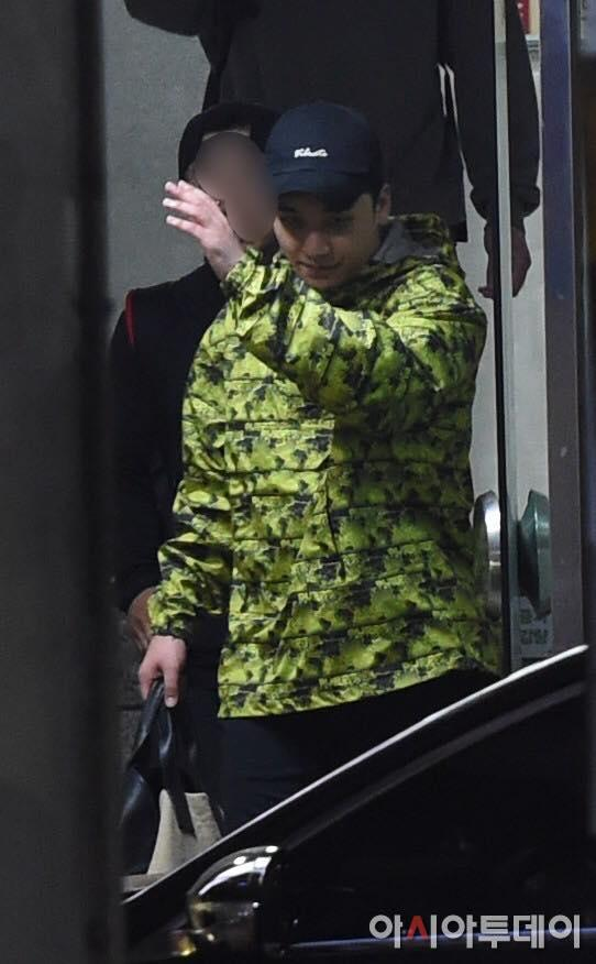 U40 Song Hye Kyo xinh đẹp ngỡ ngàng dù ăn mặc giản dị hết mức-3