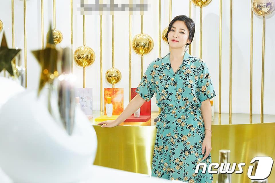U40 Song Hye Kyo xinh đẹp ngỡ ngàng dù ăn mặc giản dị hết mức-2