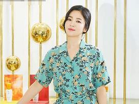 U40 Song Hye Kyo xinh đẹp ngỡ ngàng dù ăn mặc giản dị hết mức