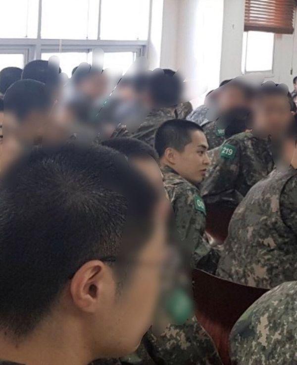 Rò rỉ ảnh Xiumin (EXO) trong quân đội, fan mong anh tự chăm sóc sức khỏe và hoàn thành trách nhiệm-5