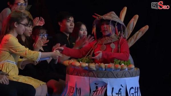 HÚ HỒN: Mặc quốc phục Bánh Mì y chang HHen Niê, Việt Hương cứ như đang thi Hoa hậu Hoàn vũ Thế giới-3