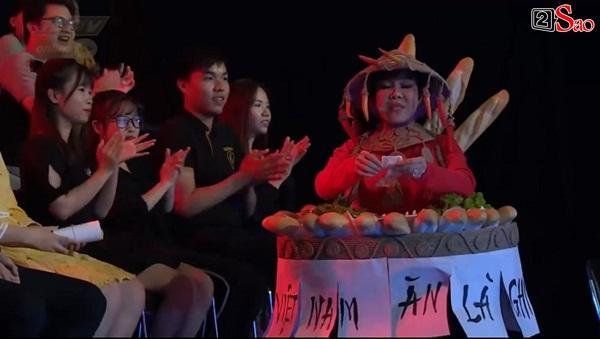 HÚ HỒN: Mặc quốc phục Bánh Mì y chang HHen Niê, Việt Hương cứ như đang thi Hoa hậu Hoàn vũ Thế giới-4