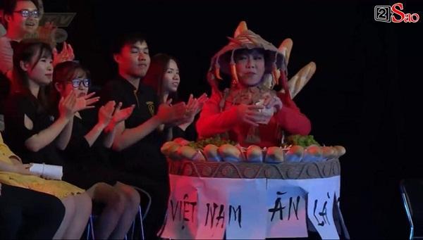 HÚ HỒN: Mặc quốc phục Bánh Mì y chang HHen Niê, Việt Hương cứ như đang thi Hoa hậu Hoàn vũ Thế giới-5