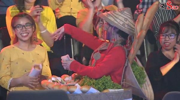 HÚ HỒN: Mặc quốc phục Bánh Mì y chang HHen Niê, Việt Hương cứ như đang thi Hoa hậu Hoàn vũ Thế giới-6