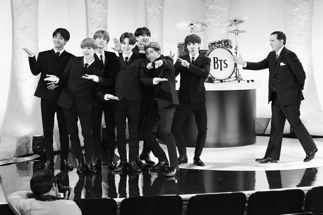 BTS hóa thân thành The Beatles, lập kỷ lục tại show truyền hình Mỹ-1