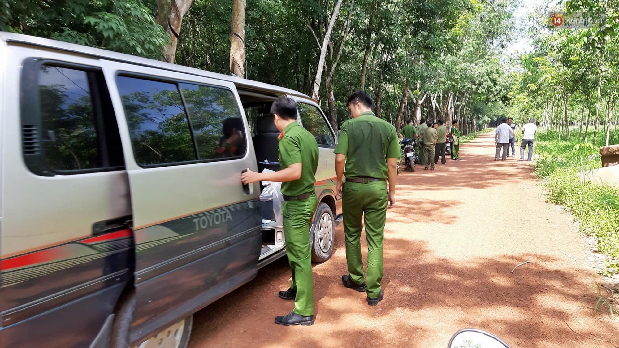 Cảnh sát vào rừng cao su, truy tìm dấu vết để phá án vụ 2 thi thể trong thùng nước đổ bê tông-2