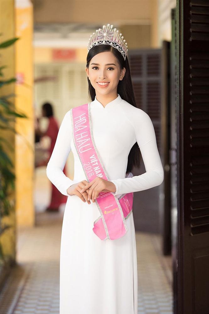 Hình ảnh nữ sinh mặc áo dài trắng trong suốt lộ nội y gây xôn xao vì phản cảm-5
