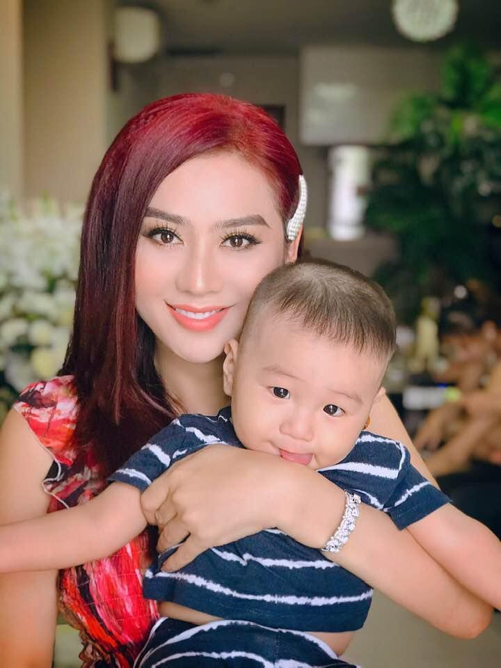 Lâm Khánh Chi xinh đẹp khoe ảnh con trai cưng, fan khen hết lời-1