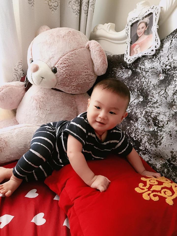 Lâm Khánh Chi xinh đẹp khoe ảnh con trai cưng, fan khen hết lời-2