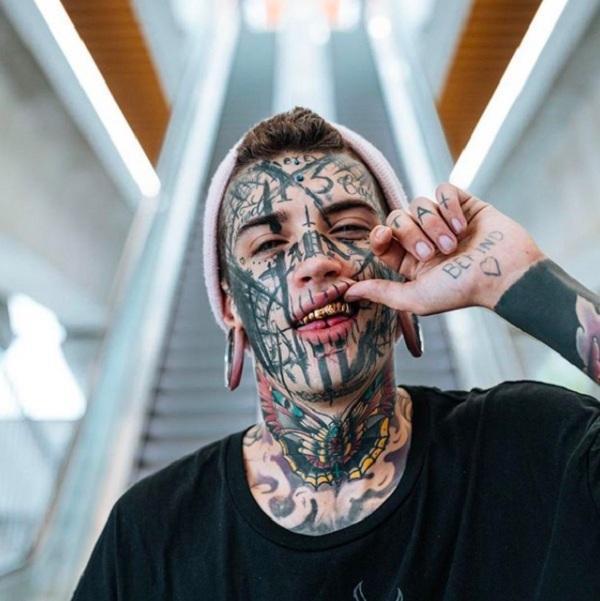 Thanh niên cải tạo cơ thể nhiều nhất thế giới, xăm mắt, xẻ đôi lưỡi và cấy silicone vào người: Đây là nghệ thuật-3