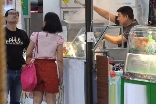 Lâm Chí Dĩnh giàu có bậc nhất, anh trai vất vả bán đồ ăn ở vỉa hè-1