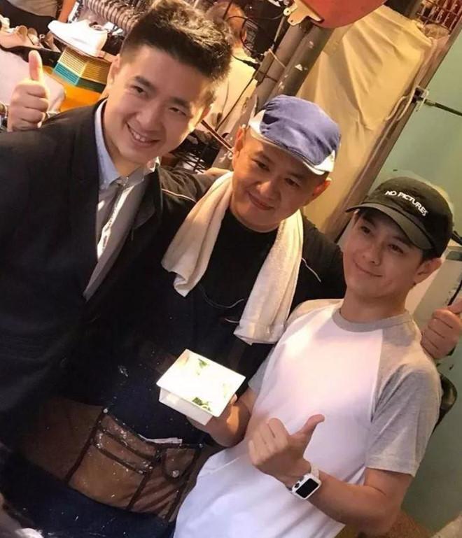 Lâm Chí Dĩnh giàu có bậc nhất, anh trai vất vả bán đồ ăn ở vỉa hè-2