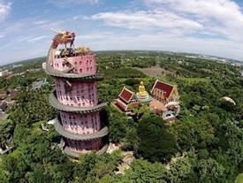 Tượng rồng khổng lồ cuốn quanh đền 17 tầng ở Thái Lan