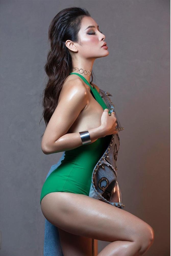 Phương Trinh Jolie dở khóc dở cười đáp trả khi bị mắng bạo dâm vì lấy tay che ngực trần-2