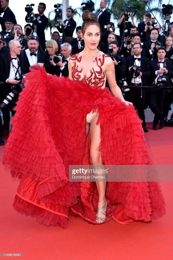 Top 10 bộ cánh thảm họa ở Liên hoan phim Cannes 2019, riêng Ngọc Trinh đã chiếm 3 bộ-4