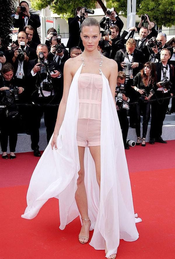 Top 10 bộ cánh thảm họa ở Liên hoan phim Cannes 2019, riêng Ngọc Trinh đã chiếm 3 bộ-7