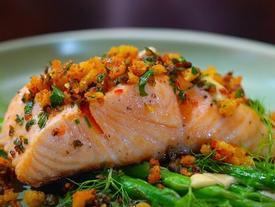Cá hồi và những thực phẩm tốt cho sức khỏe trong mùa nóng