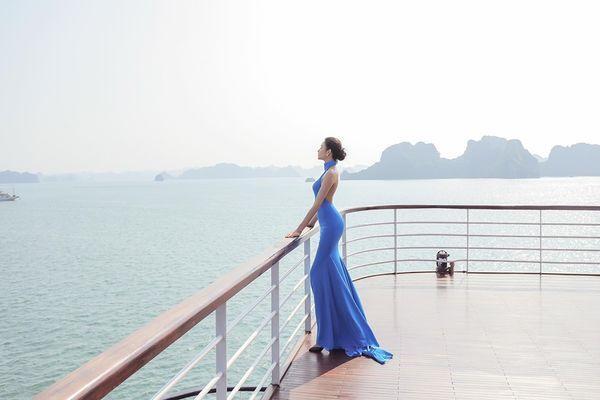 Mặc váy hở khoe trọn rãnh lưng đẹp xuất sắc, Hoàng Thùy khiến fan loạn nhịp tim-4