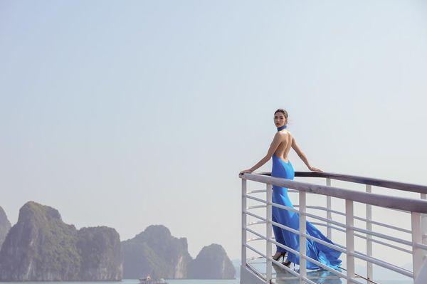 Mặc váy hở khoe trọn rãnh lưng đẹp xuất sắc, Hoàng Thùy khiến fan loạn nhịp tim-6