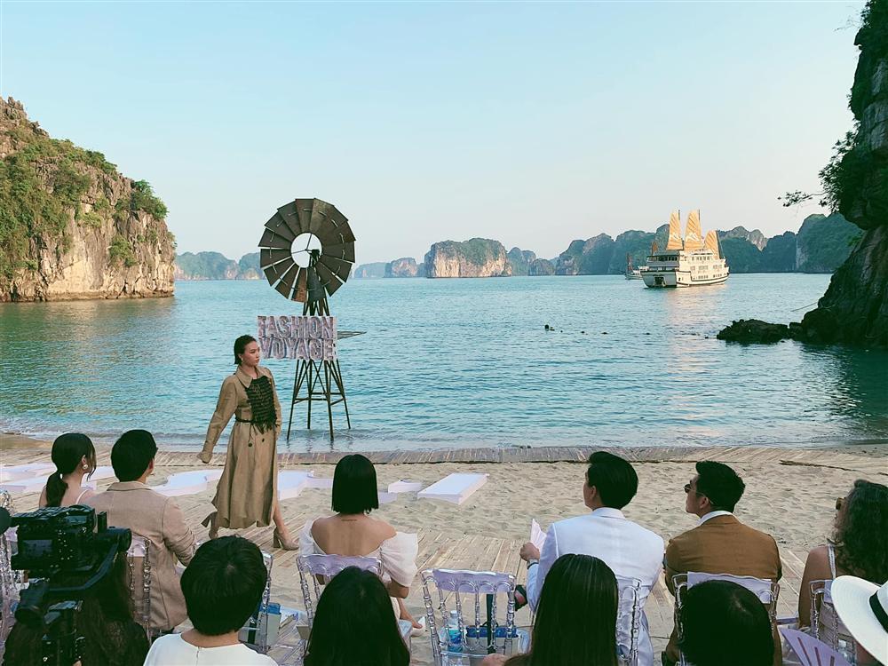Dàn mẫu Việt đồng loạt tố bị BTC Fashion Voyage cho ăn cơm tù, đi tàu chợ khi diễn show trong cái nóng hơn 40 độ C-9