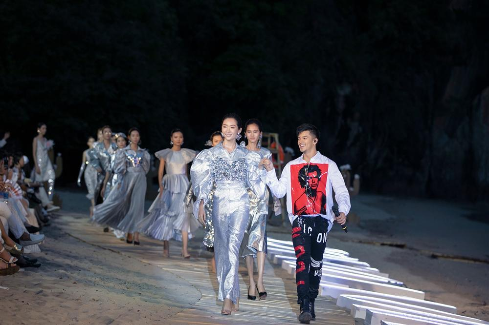 Dàn mẫu Việt đồng loạt tố bị BTC Fashion Voyage cho ăn cơm tù, đi tàu chợ khi diễn show trong cái nóng hơn 40 độ C-11