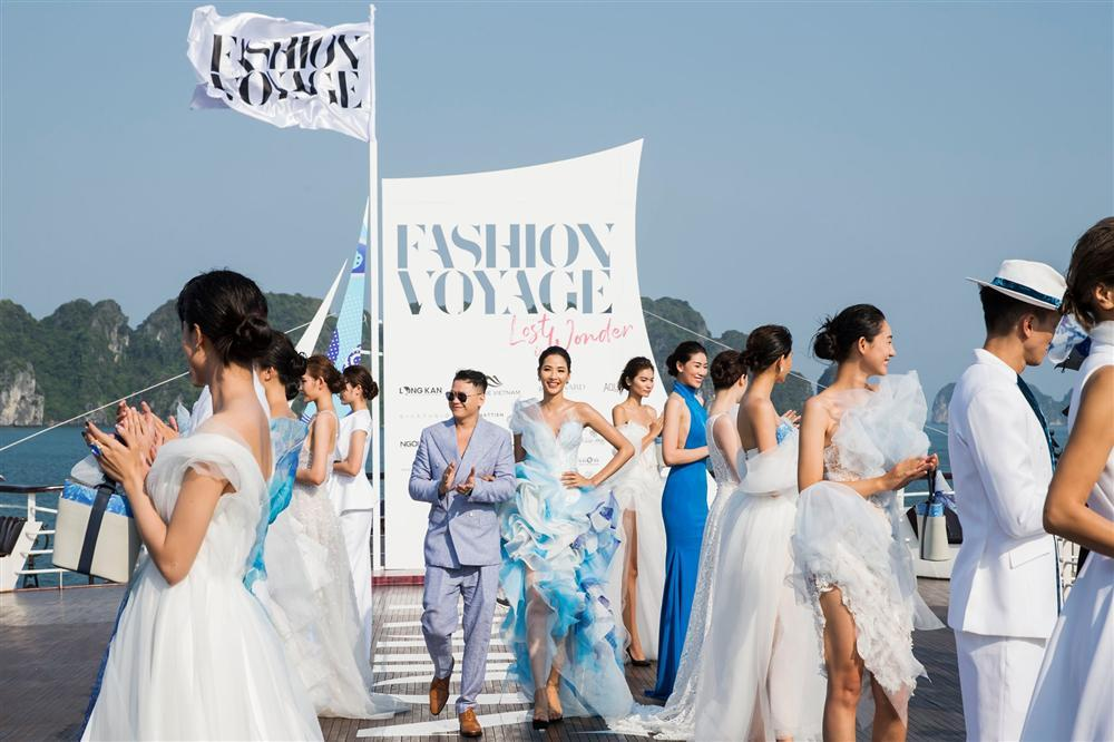 Dàn mẫu Việt đồng loạt tố bị BTC Fashion Voyage cho ăn cơm tù, đi tàu chợ khi diễn show trong cái nóng hơn 40 độ C-12