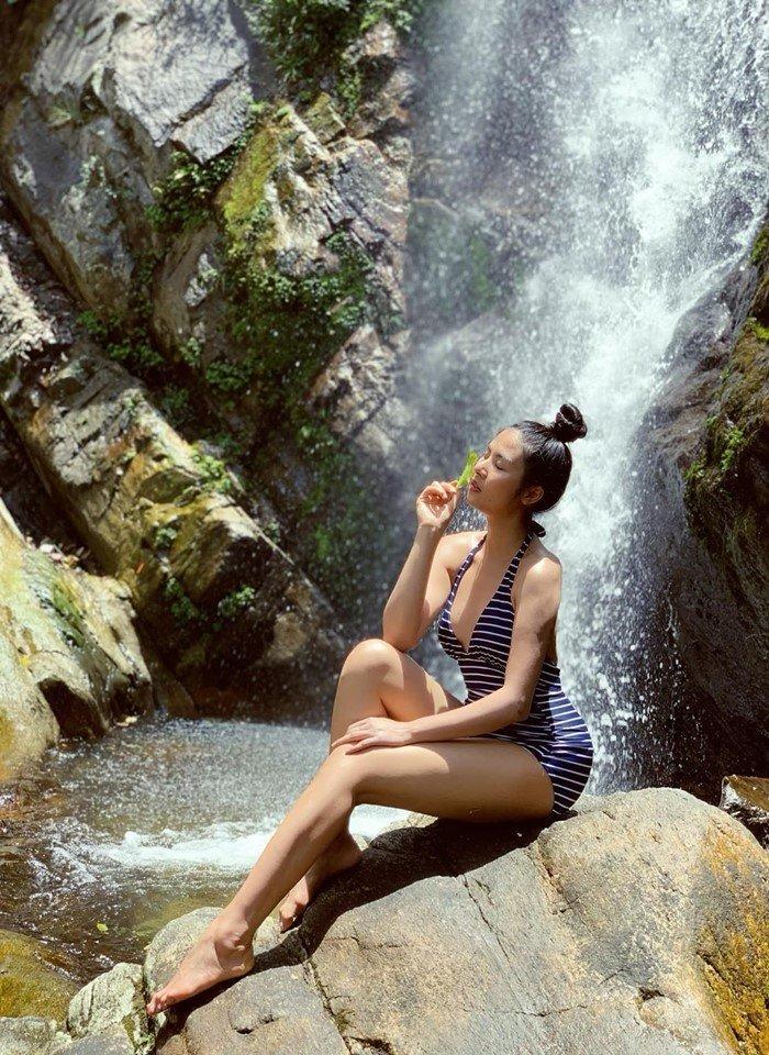 Hoa hậu Ngọc Hân mặc bikini khoe body cực phẩm trong cái nắng 40 độ-1