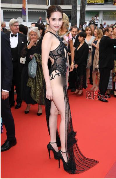 Đến Cannes ngày đầu đã lộ vòng 1, Ngọc Trinh lộ tiếp cả vòng 3 trong bộ đầm mỏng tang khác gì nội y-3