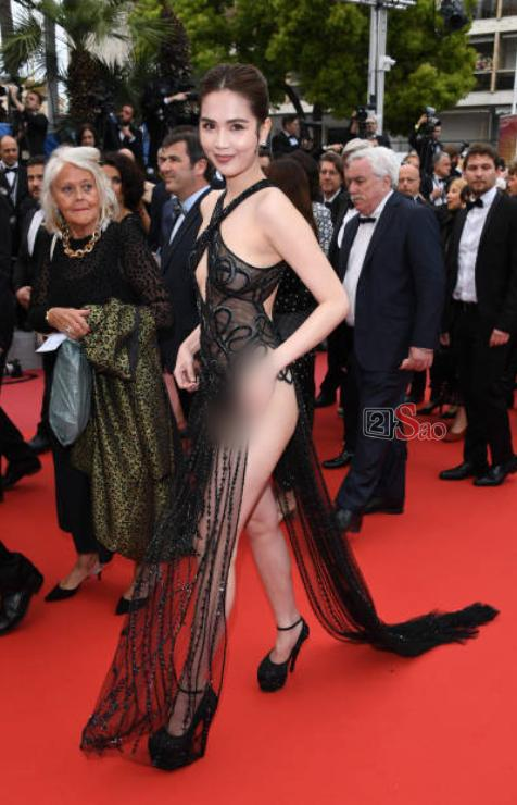 Đến Cannes ngày đầu đã lộ vòng 1, Ngọc Trinh lộ tiếp cả vòng 3 trong bộ đầm mỏng tang khác gì nội y-8
