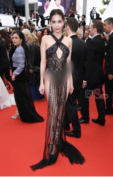 Đến Cannes ngày đầu đã lộ vòng 1, Ngọc Trinh lộ tiếp cả vòng 3 trong bộ đầm mỏng tang khác gì nội y-9
