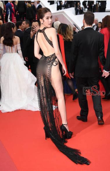 Đến Cannes ngày đầu đã lộ vòng 1, Ngọc Trinh lộ tiếp cả vòng 3 trong bộ đầm mỏng tang khác gì nội y-10