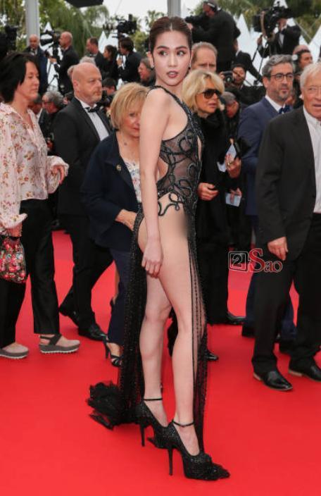 Đến Cannes ngày đầu đã lộ vòng 1, Ngọc Trinh lộ tiếp cả vòng 3 trong bộ đầm mỏng tang khác gì nội y-12