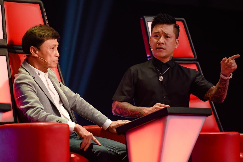 The Voice: Cặp hotboy team Tuấn Ngọc bị chê hát thiếu nam tính-4