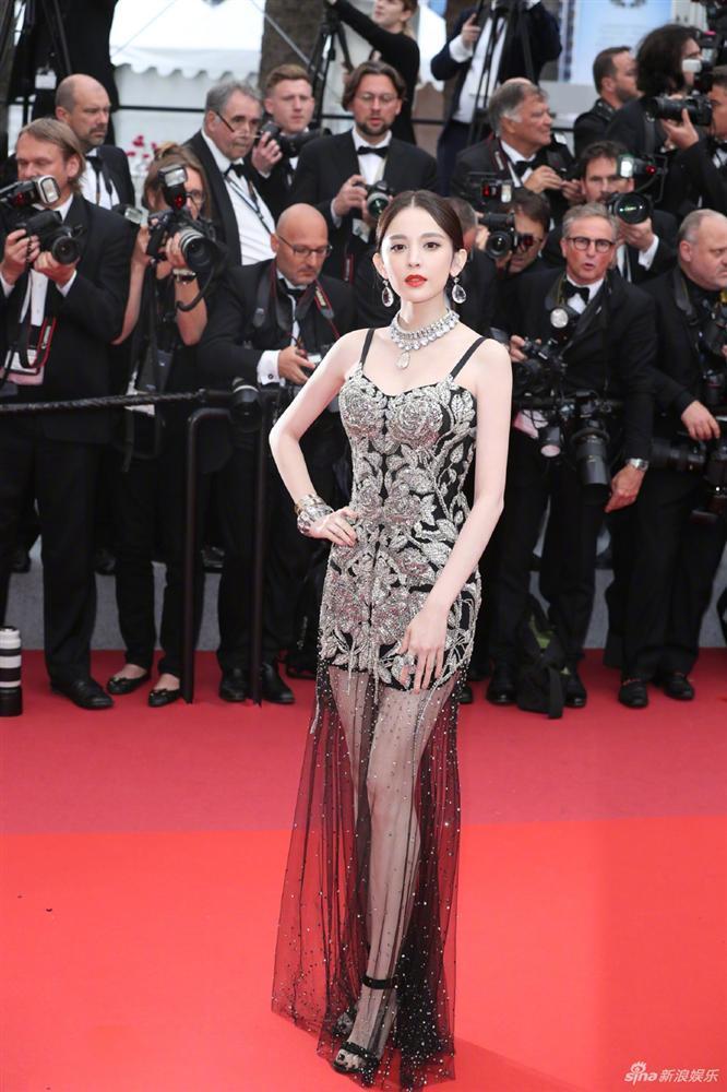 Cùng diện váy xuyên thấu chặt chém Cannes: Cổ Lực Na Trát - Hề Mộng Dao đẹp xuất sắc, nhìn sang Ngọc Trinh chỉ biết thở dài-3