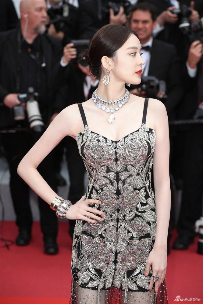 Cùng diện váy xuyên thấu chặt chém Cannes: Cổ Lực Na Trát - Hề Mộng Dao đẹp xuất sắc, nhìn sang Ngọc Trinh chỉ biết thở dài-5