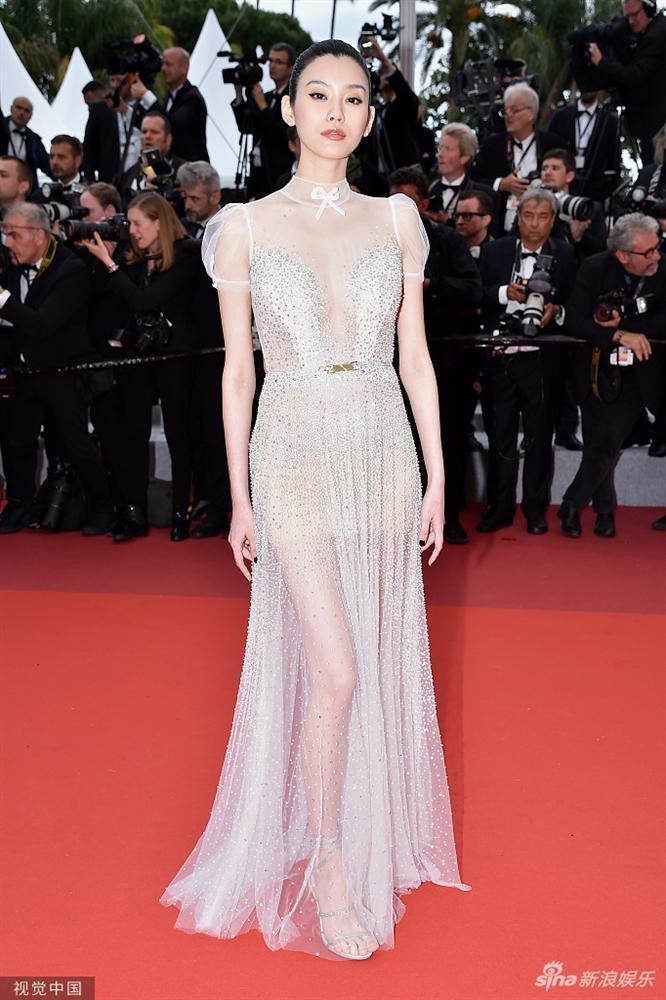 Cùng diện váy xuyên thấu chặt chém Cannes: Cổ Lực Na Trát - Hề Mộng Dao đẹp xuất sắc, nhìn sang Ngọc Trinh chỉ biết thở dài-6