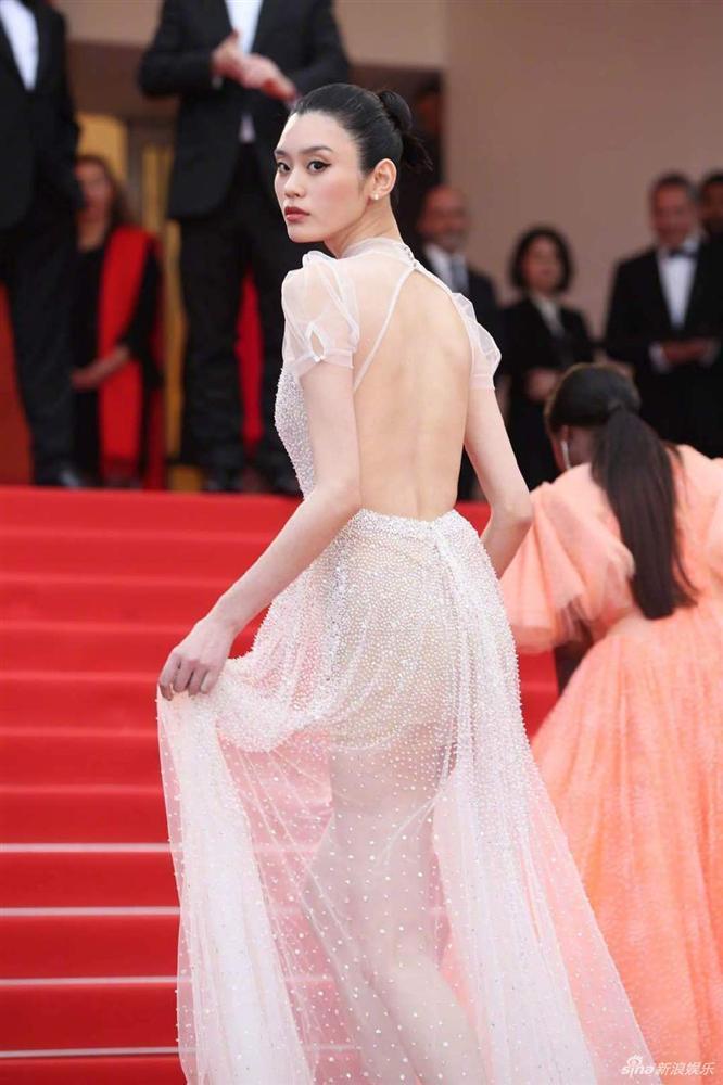 Cùng diện váy xuyên thấu chặt chém Cannes: Cổ Lực Na Trát - Hề Mộng Dao đẹp xuất sắc, nhìn sang Ngọc Trinh chỉ biết thở dài-8
