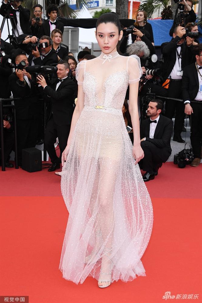 Cùng diện váy xuyên thấu chặt chém Cannes: Cổ Lực Na Trát - Hề Mộng Dao đẹp xuất sắc, nhìn sang Ngọc Trinh chỉ biết thở dài-7
