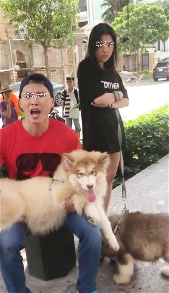 Thanh niên Việt kiều dắt chó đi dạo không rọ mõm lên tiếng: Khinh tôi, tôi mới chửi-1