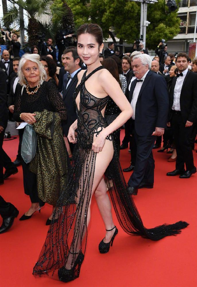 Dân mạng Trung Quốc thở dài ngán ngẩm với thời trang mặc như khỏa thân của Ngọc Trinh trên thảm đỏ Cannes-5